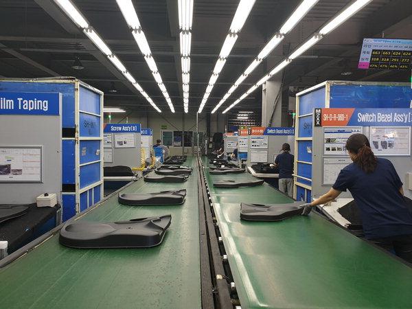 ▲ 도내에서 유일하게 대표 스마트공장으로 지정된 김해 에스에이치아이엔티 공장 내부. /SH-INT