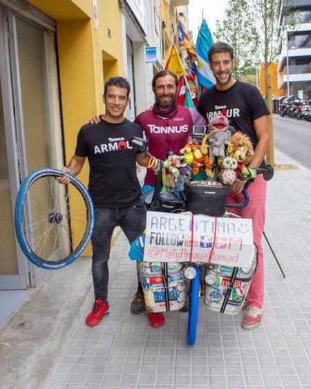 ▲ 아르헨티나의 자전거 여행가는 타누스 타이어를 장착한 자전거로 유럽 전역을 여행했다.  /타누스